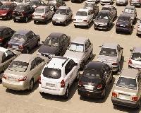 رئیس کمیسیون ویژه حمایت از تولید ملی : دولت دست از تصدی بر بازار خودرو بردارد